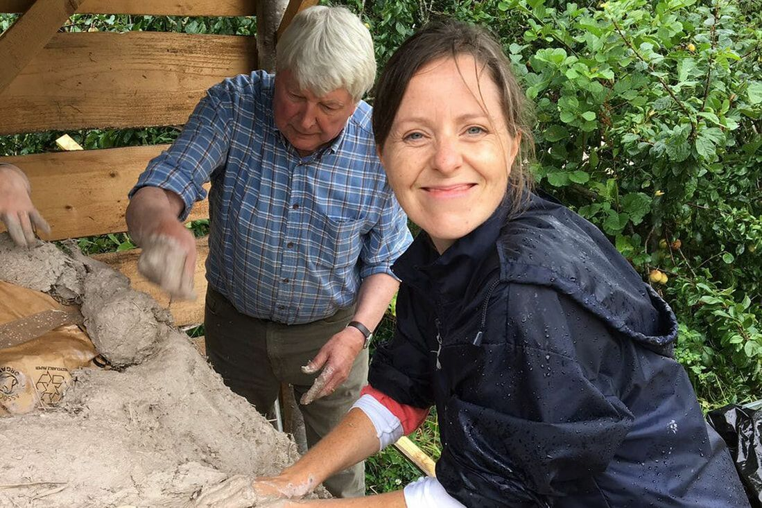 Picture of two people building a clay pizza oven at Trill Farm © Big Leaf Foundation